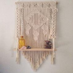 Etsy の Macrame wall hanging / shelf by PrettyKooky