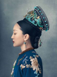 -Ruyi's Royal Love in the Palace- a 2018 Chinese television series. Story of the marriage of Qianlong Emperor and Ulanara, the Step… Korean Traditional Clothes, Traditional Outfits, Style Oriental, Oriental Fashion, Chinese Fashion, Chinese Culture, Chinese Art, Chinese Painting, Paul Flora