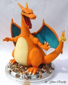 Gâteau Pokémon Dracaufeu Volume, hauteur, couleur, ce Dracaufeu, plus vrai que nature, semble tout droit sorti de la télévision, pour le plus grand plaisir des gourmands.