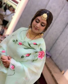Fabric Painting On Clothes, Dress Painting, Painted Clothes, Saree Painting Designs, Fabric Paint Designs, Hand Painted Dress, Hand Painted Fabric, Embroidery Suits Punjabi, Embroidery Suits Design