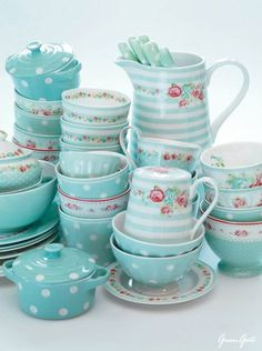 Shabby Chic Decor rustic and cozy detail - Terrific redo. shabby chic inspiration fun and brilliant tip ref presented on this day 20181217 , Cocina Shabby Chic, Shabby Chic Kitchen, Shabby Chic Decor, Vintage China, Vintage Teapots, Vintage Dishes, Tiffany Blue, Azul Tiffany, Tea Time