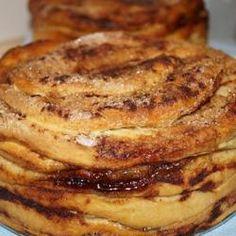 Folar de Olhão (Algarve) Portuguese Desserts, Portuguese Recipes, Algarve, How To Make Bread, Flan, Cheesecakes, Sweet Recipes, Deserts, Good Food
