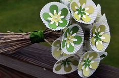 paper flower bouquet using cupcake wrappers Valentine Crafts For Kids, Mothers Day Crafts, Diy And Crafts, Arts And Crafts, Paper Crafts, Paper Paper, Cupcake Liner Crafts, Camping Crafts, Spring Crafts
