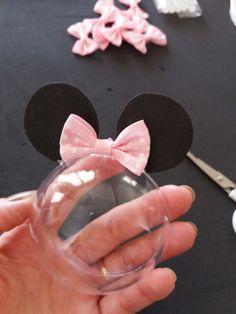 Faça você mesmo / DIY: Lembrancinha Minnie Rosa ⋆ GRAVIDICAS Minnie Mouse Birthday Decorations, Minnie Mouse Halloween, Minnie Mouse 1st Birthday, Kids Birthday Themes, Toddler Valentine Crafts, Mickey Party, Mouse Parties, Mini Cones, Minnie Mouse Party