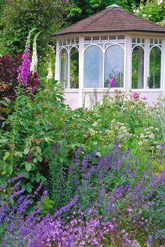 Gazebo in cottage garden | Sonja Bannick Pictures