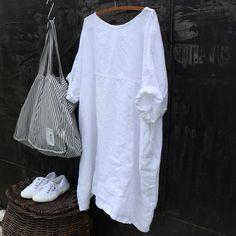 Il s'agit d'une nouvelle robe lin oversize, parfaite pour l'été, le tour de poitrine semblera grand mais il est destiné à Draper et est fabuleuse. Il est fait d'un milieu de lin, il a des poches latérales, manches courtes et double couture pour plus de détails. S'il vous plaît permettre deux semaines pour que votre commande à être expédié. Dimensions buste 62 pouces Longueur 38 pouces