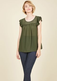 Ruffle Foraging Top in Fern. Scouring your closet for a great ensemble treasure, you spy this ruffled top from our ModCloth namesake label and decide its the perfect piece for the day! Punk Fashion, Vintage Fashion, Womens Fashion, Plus Size Blouses, Plus Size Tops, Green Blouse, Vintage Shorts, Fall Trends, Pretty Outfits