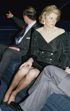 Princess Diana - wearing a Bruce Oldfield cocktail dress during a river cruise and dinner on the Seine in Paris with Prince Charles (left), November (Photo by Jayne Fincher/Princess Diana Archive/Getty Images) Princess Diana Family, Royal Princess, Prince And Princess, Princess Of Wales, Prince Charles, Charles And Diana, Lady Diana Spencer, Princesa Diana, Elizabeth Ii