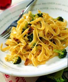 Fettuccine con crema de brócoli y anchoas