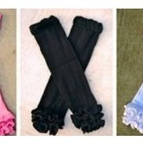 Leg warmers are a cute and comfortable way to spiff up any outfit! Available in pink, black, & white!