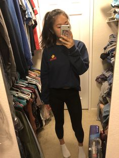 Lazy outfits, leggings and a crewneck sweatef winter outfits in 2019 одежда Lazy Winter Outfits, Lazy Day Outfits For School, Cute Lazy Outfits, College Outfits, Everyday Outfits, Outfits For Teens, Casual Outfits, School Outfits, Leggings Outfit Winter