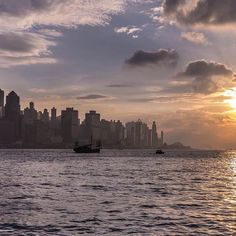 香港 ビクトリアハーバーの夕刻  #HongKong  たまには横長で…② Hong Kong, New York Skyline, Travel, Viajes, Destinations, Traveling, Trips