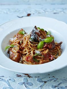 Packed with flavour this Italian pasta dish, spaghetti alla Norma, is well worth a try. Topped with pecorino, it's comfort food at its best. Get stuck in! Summer Pasta Recipes, Vegetarian Pasta Recipes, Risotto Recipes, Cooking Recipes, Healthy Recipes, Healthy Food, Spaghetti Alla Norma, Pasta Alla Norma, Chefs