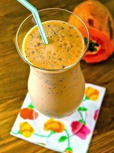 Licuado de papaya Ingredientes para 2 porciones 2 tazas de papaya, pelada, sin semillas y cortada en trozos 1 taza de leche de almendras natural 2 cucharadas de miel 3 cucharadas de semillas de chía 1 cucharadita de extracto de vainilla 1 pizca de canela en polvo hielo