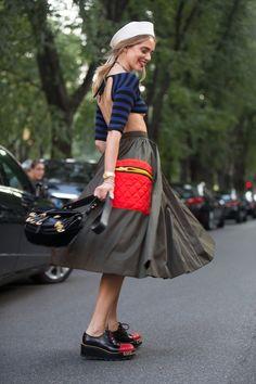Foto jornalística : Chiara Ferragni wears a Prada outfit before the. Fashion Themes, Fashion Story, I Love Fashion, Star Fashion, Fashion Design, Women's Fashion, Street Fashion, Street Chic, Paris Fashion