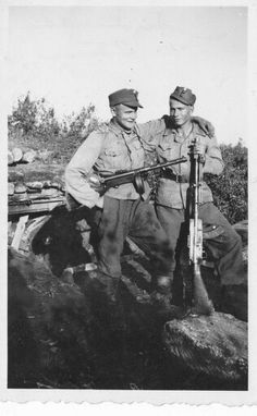 Brothers in Arms. Finnish soldiers at the Karelian front Ww2 History, History Museum, Military History, Ww2 Pictures, Vintage Pictures, Brothers In Arms, War Dogs, Old Photography, Military Diorama