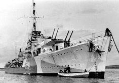 Polish Navy ORP Piorun was a N-class destroyer. Naval History, Military Dogs, Navy Ships, Royal Navy, Battleship, World War Ii, Sailing Ships, Wwii, Polish
