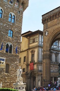 In a corner of the Piazza della Signoria, almost hidden from view by the Palazzo Vecchio and the Loggia della Signoria (aka Loggia dei Lanzi), is one of Florence's 'not to be missed' museums, La Galleria degli Uffizi.  Find out what you will see inside the Uffizi at::  http://mikestravelguide.com/things-to-do-in-florence-the-uffizi/