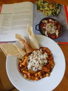 Zeleninové chilli podle Jamieho Olivera Raw Food Recipes, Vegetable Recipes, Jamie Oliver, Fruits And Vegetables, Chana Masala, Tempeh, Lentils, Recipies