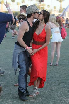 Ok ignore the couple making out - LOOK at her OUTFIT!!! CUUTE!!