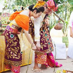 Sharon and Tom take part in a Balinese blessing ceremony