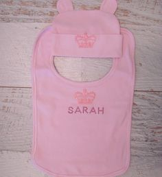 Girls Customised 'Name' Queen Set. Also available as a gift for baby boys in blue. Personalised especially for you. Available at Mi Emporium Long Sleeve And Shorts, Personalized Baby, Baby Gifts, Tee Shirts, Names, Queen, Baby Boys, Girls, Clothing