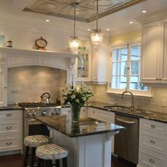 Secret Techniques For Smart Kitchen Lighting Ideas And Tips That Only Couple Of People Know 59 - flipsyourhome Kitchen Lighting Over Table, Modern Kitchen Lighting, Kitchen Lighting Fixtures, Rustic Lighting, Lighting Ideas, 1940s Kitchen, Victorian Kitchen, Kitchen Rustic, Kitchen Decor