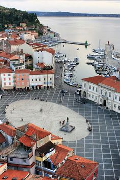 Antiga cidade junto ao mar Praça Tartini em Pira - Google+