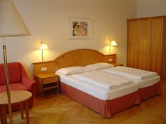 Doppelzimmer Tourotel Mariahilf Wien Hotels, Bed, Furniture, Home Decor, Double Room, Stream Bed, Room Decor, Home Interior Design, Bedding