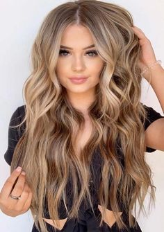 Today we are going to share the Most Amazing & Perfect Hairstyle ideas of Balayage Hair. All the gorgeous and stylish girls can wear this look any time in the year of 2019 and get the inspirati… Beauté Blonde, Blonde Hair Looks, Brown Blonde Hair, Light Brown Hair, Brunette Hair, Blonde Bayalage, Light Hair, Hair Color Balayage, Ombre Hair