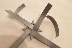 Kolmannessa luukussa on ohjeet hauskalle heijastin idealle. Pujottele heijastin nauhasta tuohitähden mallisia heijastimia ! Heijastimen e... Origami, Projects To Try, Crafts, Craft Ideas, Tips, Manualidades, Origami Paper, Diy Ideas, Handmade Crafts