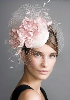 R0967 - Pink silk pillbox with roses, veil and coque feathers