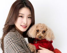 Chungha Poses With Her Pet Dog Bambi!