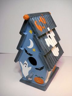 Your place to buy and sell all things handmade Halloween Projects, Halloween Stuff, Fall Halloween, Happy Halloween, Birdhouse Craft, Birdhouse Designs, Decorative Bird Houses, Bird Houses Painted, Bird House Feeder