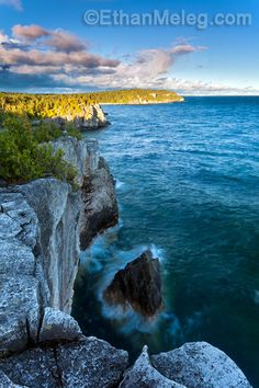 Halfway Rock, Bruce Peninsula National Park, Ontario.  Photo: EthanMeleg.com Tobermory Ontario, O Canada, World Heritage Sites, Beautiful World, State Parks, Places To Travel, Natural Beauty, Nature Photography, National Parks