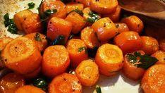Pieczone marchewki, znakomita alternatywa dla tradycyjnej surówki z marchwi na zimno lub marchewki gotowanej. Są przepyszne, bardzo chrupiące ... Simply Recipes, Sweet Potato, Healthy Recipes, Healthy Food, Potatoes, Vegetables, Cooking, Kitchen, Health Foods