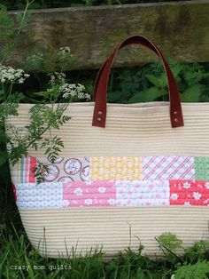 Welcome to finish it up Friday! This project has been on my list for a long time , and I'm not sure why it took me so long to get around . Homemade Bags, Crazy Mom, Market Baskets, Patchwork Bags, Big Bags, Market Bag, Beautiful Bags, Fabric Patterns, Quilts