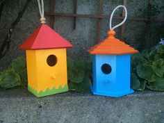 easy birdhouses       http://www.favecrafts.com/Decorating-Ideas/11-Free-Birdhouse-Designs/ct/1