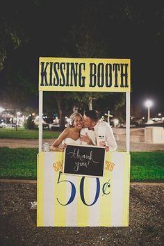 http://seraungrandia.blogspot.com.es/2013/04/kissing-booth-para-besar-en-tu-boda.html