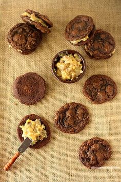 Award Winning German Chocolate Cake Sandwich Cookies - chewy chocolate coconut pecan cookies with coconut pecan filling (Chocolate Desserts Cookies) German Chocolate Cookies, Chocolate Desserts, Coconut Chocolate, Chocolate Ganache, Cookie Desserts, Cookie Recipes, Dessert Recipes, Baking Recipes, Yummy Recipes