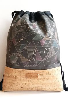Cork backpack and organic cotton. Exclusive design of Enkatiuscas. Bag-type closure with black cotton cord. Cotton lining with inner pockets Awesome Backpacks, Cork, Bucket Bag, Diy, Inspiration, Fashion, Bag Packaging, Projects, Canvas