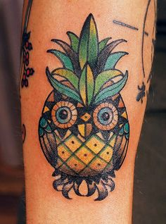 I really really want this for my graduation! Owl=knowledge and pineapple symbolizes hospitality...perfect to represent my hospitality degree!