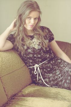 Vintage dress, wavy hair and statement necklace