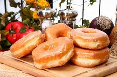 The business of selling doughnuts is big business in the United States. In 2009, the estimated total revenue from doughnut sales in the Unites States was approximately $647 million, according to the ...