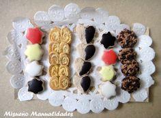 Galletitas variadas en bandeja con bionda, miniatura de  Fimo. www.misuenyo.com / www.misuenyo.es