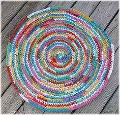Another rug crocheted from recycled t-shirts...