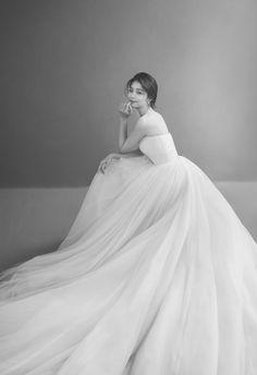 Pre Wedding Photoshoot, Bridal Shoot, Wedding Poses, Wedding Shot, Wedding Photography Poses, Wedding Dj, Korean Bride, Korean Wedding, Romantic Wedding Photos