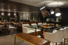 Ambiente de Larissa Dias Arquitetura na Mostra Mainline 2015, Brasília. Pendentes FORK, by Diesel with Foscarini. #iluminacao #lightdesigndexporlux #lightingdesign #designdeinteriores #decor #interiordesign #projetoluminotecnico #foscarini #diesel