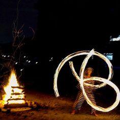 【amatou___kawauchi】さんのInstagramをピンしています。 《_ 昨日のキャンプのキャンプファイヤーの見事なファイヤーダンスでした👏🏻 #森のひととき#キャンプ#キャビン#バーベキュー#ファイヤーダンス#bbq#森#木#小川#川#丹波#兵庫県#ハロウィン#月#fire#camp#tanba#hyogo#campfire #firedance#fire#ライカ#leica》