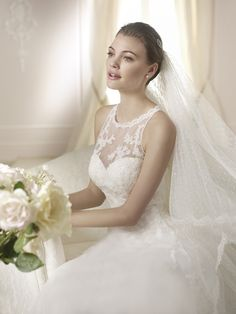 Style * DANTOINE * » Wedding Dresses » White One 2015 Collection » by San Patrick (close up)